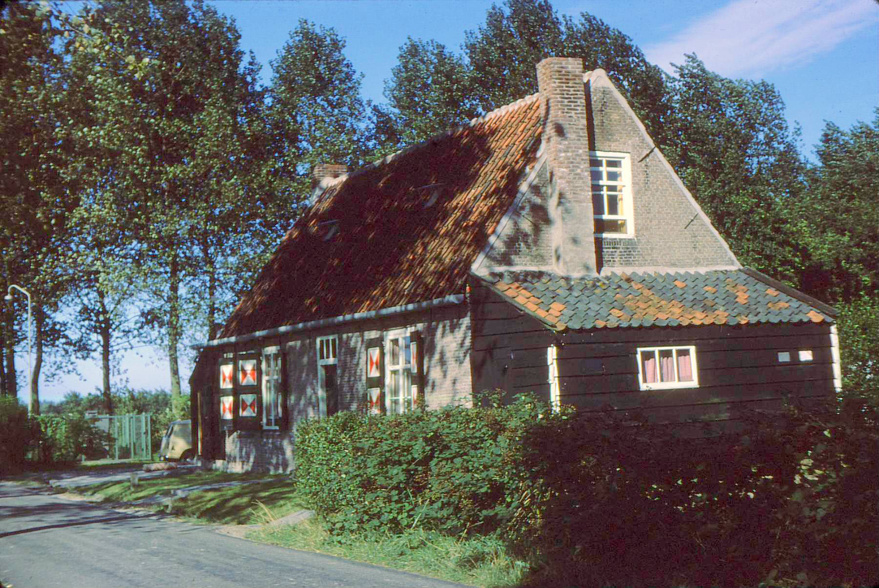 oudelande cottage in color